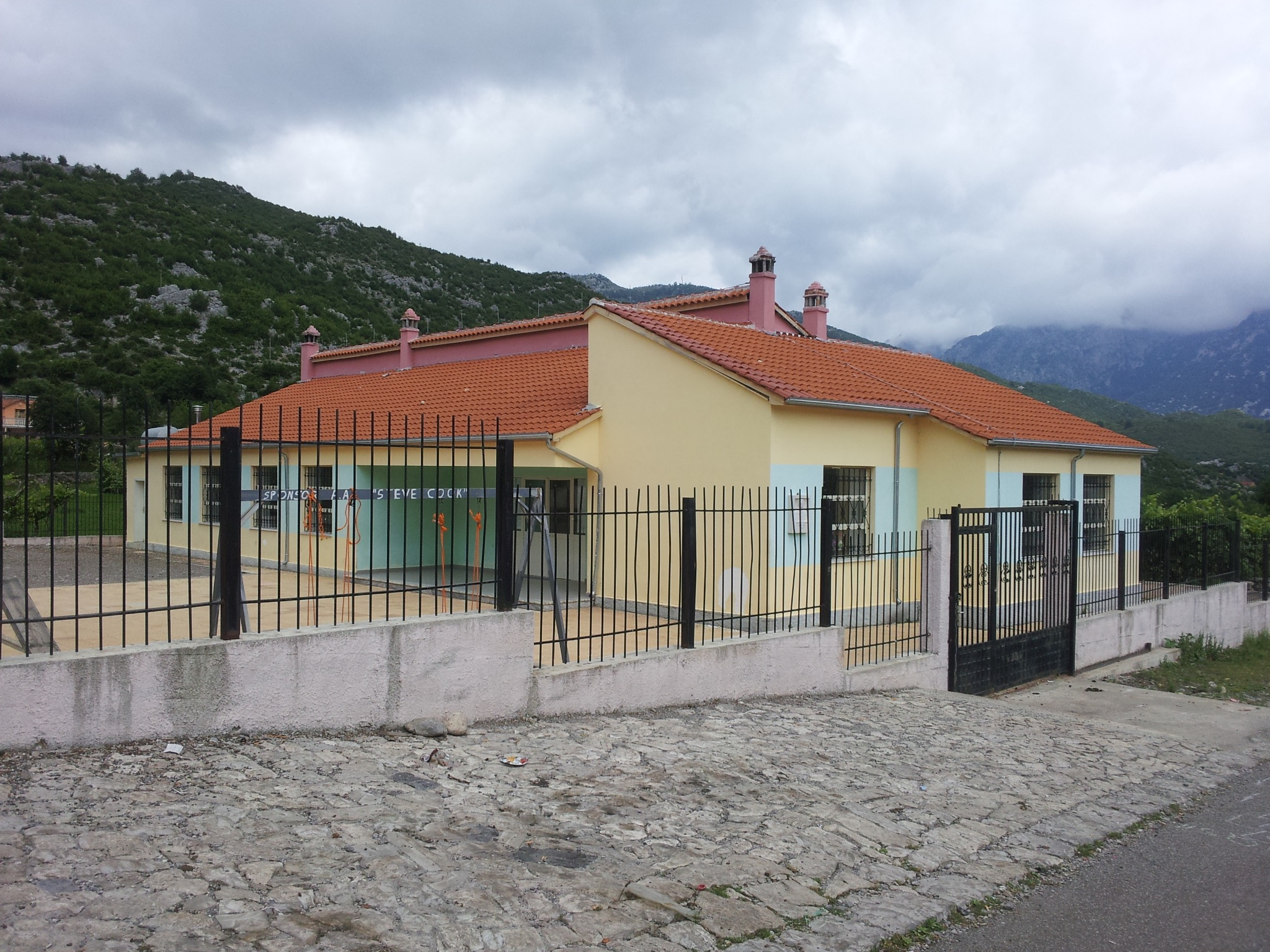 school vrith albanian alps