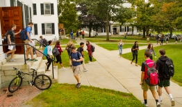A photo of students during class change in front of Dartmouth Hall