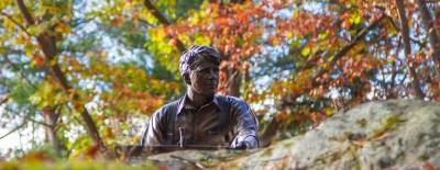 Photo of Robert Frost sculpture