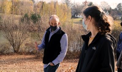 A photo of professor Bill Hudenko and his Abnormal Psych class walking around Occum Pond