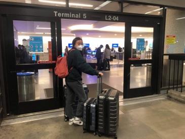 sydney wuu entering airport
