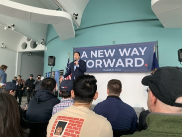 Photo of an Andrew Yang tour