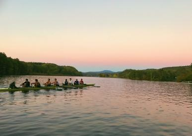 Heavyweight Crew rowing on the Connecticut