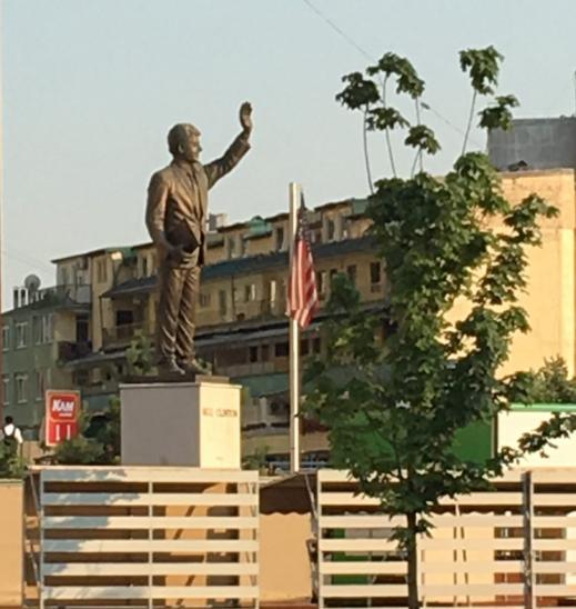 bill clinton statue kosovo