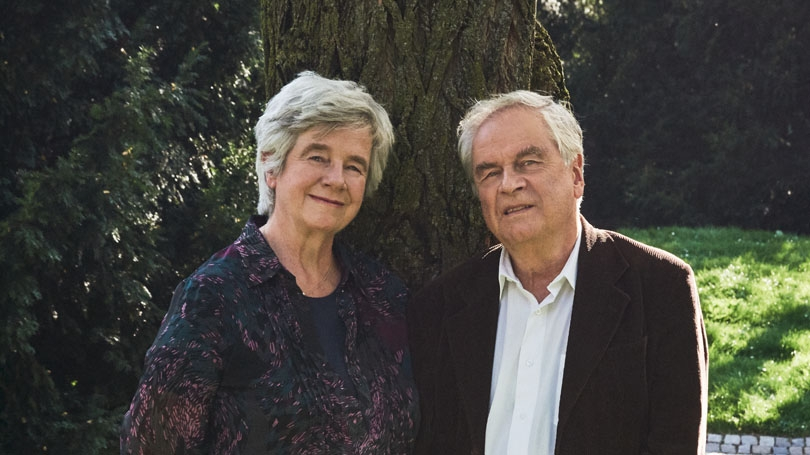 A portrait from the waist up of Christine Mann (left) and Frido Mann (right)