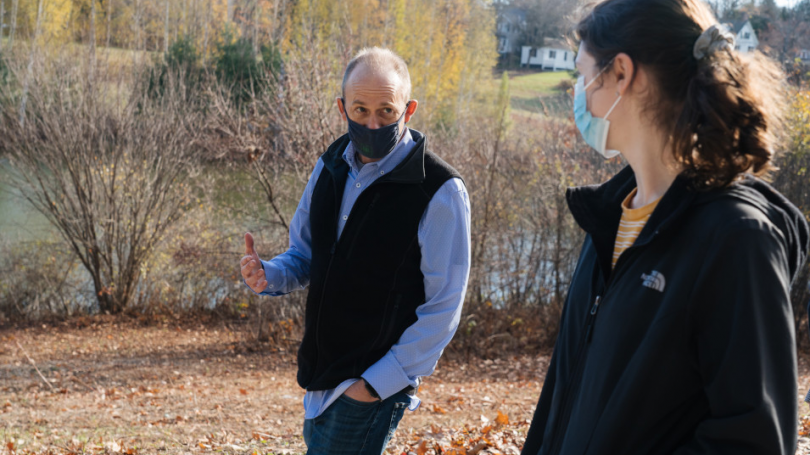 Bill Hudenko, a research assistant professor of psychological and brain sciences, talks with Ariela Feinblum '23 during a weekly walk with students around Occom Pond.