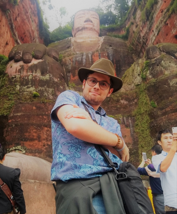 Gui posing in front of a Buddha